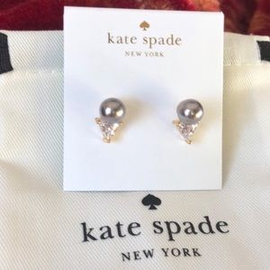 Kate Spade NWOT Triangle Gold & Gray Pearl Earring